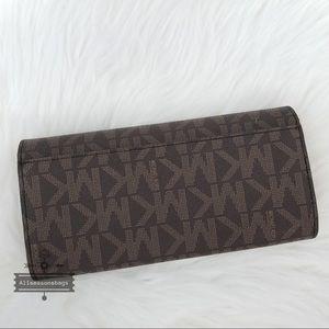 33470c54469b Michael Kors Bags - Michael Kors Jet set travel carryall brown wallet